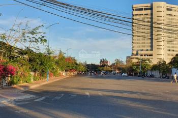 Bán lô đất sát biển đường nhánh Thùy Vân, DT 836.9m2 (20x40m) giá chỉ 105tr/m2 còn thương lượng