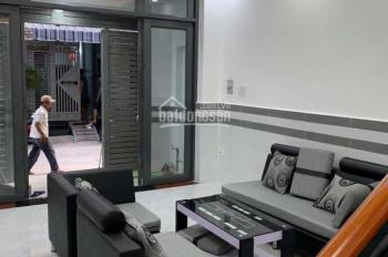 Chính chủ bán gấp căn nhà 1 trệt 2 lầu hẻm xe hơi HM, DT: 5x18m, giá: 2 tỷ 600tr LH: 0762 942 298