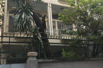 Cho thuê villa đường Hồng Hà, P. 2, Tân Bình 1T1L, 10x15m