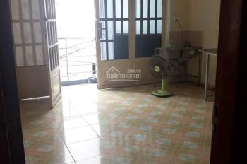 Cho thuê phòng có ban công và WC riêng gần KCX Tân Thuận q7