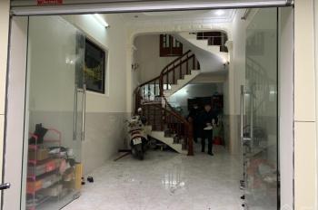 Ông chú nhờ bán hộ căn nhà 4 tầng trong ngõ Đình Đông, giá đẹp