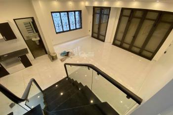Bán nhà đẹp xây độc lập 3 mặt thoáng ô tô để trong nhà. Cách mặt đường Lê Lợi 70m