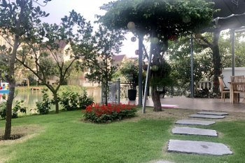 Bán lỗ Hoa Lan 8, Đông Nam, ngã 3 sông, DT 300m2, vườn hoa trước, Vinhomes Riverside 0989 38 3458