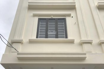 Bán nhà đường Kiều Sơn - Văn Cao, có sân cổng riêng, oto vào thoải mái