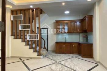 Cần bán nhà ngõ 93 Vũ Tông Phan, Thanh Xuân, gần cách 300m ra Ngã Tư Sở, 33m2x5 tầng