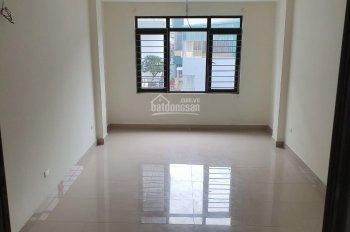 Cho thuê nhà ngõ 170 Hoàng Ngân, Trung Hòa, Cầu Giấy 40m2 x 5 tầng. Cách đường Hoàng Ngân 30m
