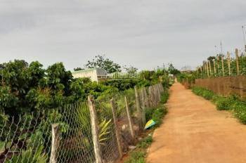 Cần bán lô đất mặt đường bê tông tại Chư Sê, Gia Lai, cách chợ phía nam 300m. LH: 0977 15 88 77