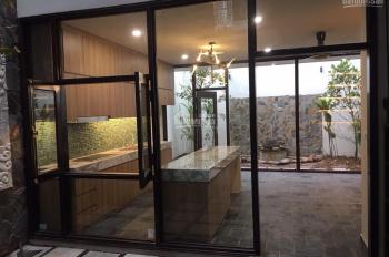 GĐ cho thuê gấp biệt thự Nghi Tàm - Tây Hồ, nhà mới xây rất đẹp và giá rẻ ạ, có thể ở và kinh doanh