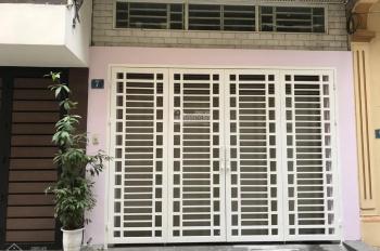 Cho thuê nhà ở phố Hào Nam DT: 100m2 x2T, MT: 5m, ngõ rộng ô tô đỗ cửa GT: 18tr/th, LH: 0903215466