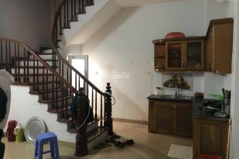 Cho thuê nhà 5 tầng 3PN nhà đẹp rẻ tại Tam Trinh, giá 5.5tr/tháng, LH: 0946913368