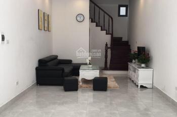 Bán nhà 4,5 tầng 37.2m2, 3 phòng ngủ, hướng Bắc, phố Bồ Đề, Long Biên, giá bán: 4.2tỷ