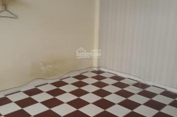 Cho thuê nhà trọ Trần Hưng Đạo, trung tâm quận 1, phòng có ban công, máy lạnh, 20m2, giá 3,5tr/th
