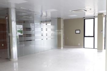 Cho thuê mặt bằng kinh doanh tại Nguyên Hồng, 50 triệu/th, nhà căn góc 2 mặt tiền
