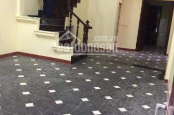 Cho thuê nhà riêng ngõ 113 Hoàng Cầu, ngõ ô tô tải đỗ cửa, diện tích 50m2 x 5 tầng, giá 18 tr/th