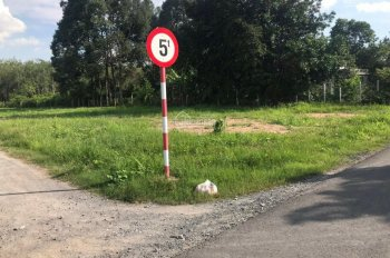 Bán gấp lô đất 195m2 đường Bùi Thị Điệt, ngay sát Ủy Ban Xã, thổ cư, sổ sẵn, giá chỉ 900 triệu