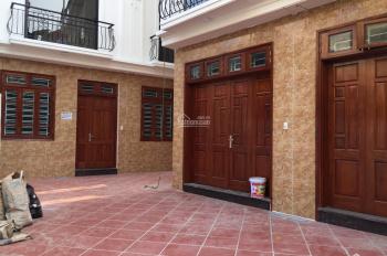Nhà mới Gia Quất, Thượng Thanh, Long Biên 30m2 x 5T, ô tô đỗ cửa, sân rộng 6m x 12m, hướng Nam