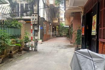 Cho thuê nhà ngõ Hoàng Quốc Việt, DT 50m2 x 5 tầng, MT 5,5m, thông sàn, ngõ ô tô. LH 0985 682 197