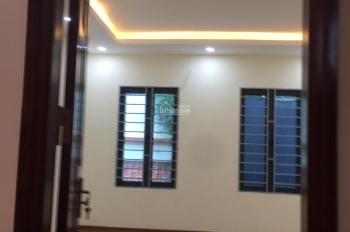 Bán nhà 5Tx38m2 phố Thanh Lân vị trí ô tô giá 2,4 tỷ, LH: 0989737045