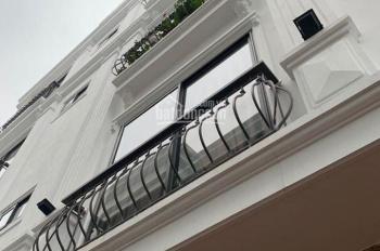 Bán nhà đường Phúc Lợi, Long Biên, Hà Nội 33m2, xây 4,5 tầng, nội thất cơ bản, gần chợ, 1,7 tỷ