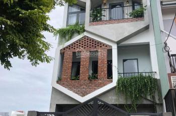 Chính chủ cần bán nhà mặt phố Khu Hòa Xuân Cẩm Lệ giá rẻ LH: Chị Vân 0932421177