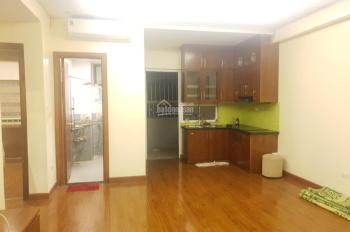 Bán gấp căn hộ siêu đẹp ở CT4: 2pn, 2wc, full đồ, giá cực sốc. LH: 0979.902.611
