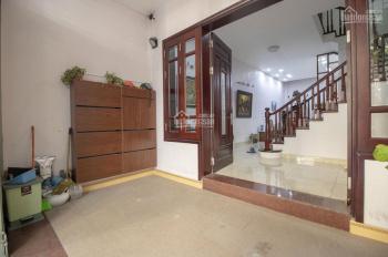 Cho thuê nhà đẹp phố Hoàng Hoa Thám, nhà full đồ DT 65m2x4T, MT 5m, giá thuê 22tr/th. LH 0961821686