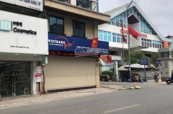 Mặt phố Hàng Bài chưa bao giờ là hết hot. 240m2 x 2,5T, MT 6m nở hậu 15m. Giá: 180tr/tháng