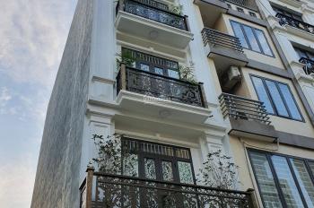 Cho thuê nhà Trương Công Giai 54m2 x 5 tầng, có điều hòa, thang máy ngay đầu Cầu Giấy. Giá 35tr/th