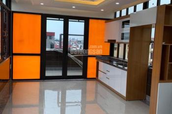 Nhà mặt phố 52m2 ô tô vào nhà, kinh doanh tốt tại Làng Nha - P. Long Biên, giá 5.6 tỷ