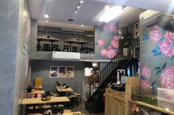 Sang nhượng quán ăn cách Vin com Bà Triệu 100m, 40m2 x 2 tầng, MT 3m, giá thuê 33 triệu/tháng