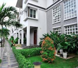 Cho thuê Villa Sư Vạn Hạnh, Q.10, DT 10x15m, 3 tầng, đầy đủ tiện ích có hồ bơi, phòng Gym