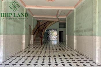 Nhà 1 trệt 2 lầu, 6.5m x 19m, mặt tiền Phạm Văn Thuận, cách TTTM Vincom 150m, giá 30 triệu/tháng