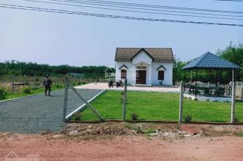 Lô đất đường Cao Bá Quát 20m mặt tiền, có căn nhà đẹp trên đất. Gần KCN Becamex Chơn Thành