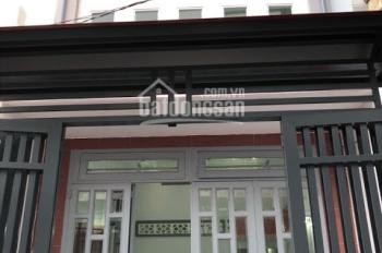 Chính chủ cần bán gấp nhà Phan Văn Hớn, cách cầu Tham Lương 2 km 64m2, SHR, LH 0906091782