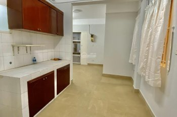 Chính chủ cần bán gấp căn hộ Quận 1. LH: 0914454177