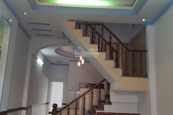 Bán nhà thành Dĩ An, gần ngã tư 550, kế bên chung cư Thạnh Tân, nhà 1 trệt 1 lầu. LH: 0906697386