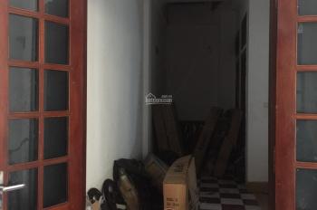 Cho thuê nhà nguyên căn ngõ 83 Trần Duy Hưng, DT 60m2, ô tô đỗ cửa, mặt tiền 5m, LH: 0971413202