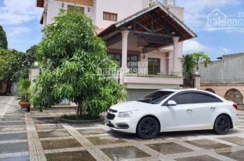 Bán biệt thự sân vườn Phan Văn Hớn, Hóc Môn, 20x78.5m = 1570.9 m2, 3 lầu đẹp