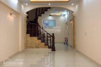 Cho thuê nhà 4 tầng ngõ 98 Thái Hà, diện tích 50m2 x 4 tầng, ngõ ô tô đỗ cửa, giá 15 tr/tháng