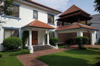 Cho thuê villa Thảo Điền, 20x20m, 1 trệt 2 lầu, sân vườn hồ bơi đẹp, nội thất đẹp. Giá 60-90tr/th