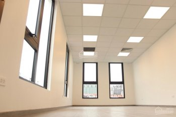 Cho thuê tầng 4 nhà mặt phố Trần Khánh Dư: 150m2, nhà mới, có thang máy, hầm, điều hoà 0974557067
