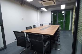 Cho thuê nhà MT Phan Văn Trị ngay Vincom. DT 5.3x21m, trệt, 3 lầu (có hẻm hông 5m) giá 30 tr/th