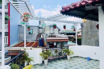 Kẹt tiền bán nhà 2 mặt hẻm 1 trệt 2 lầu đường Lê Quang Định, nhà mới DT: 65.88m2