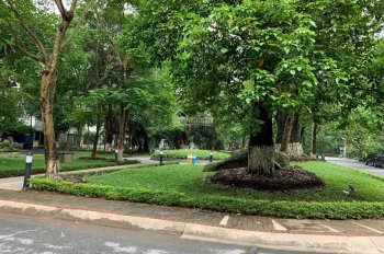 Bán biệt thự Yên Hòa khu Lão Thành Cách Mạng 52 tỷ 300m2, mặt tiền 17m, đường hè 12m 3 ô tô tránh