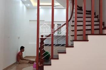 Cho thuê nhà riêng ngõ 82 Chùa Láng, diện tích 65m2 x 5 tầng, mặt tiền đẹp, ngõ rộng rãi ô tô đỗ