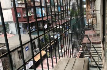 Chính chủ cần bán gấp căn hộ tập thể C8, Quỳnh Mai, Quận Hai Bà Trưng, giá cực tốt