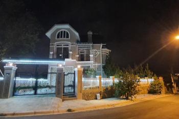 Cần bán biệt thự đẹp góc 2 mặt tiền full nội thất tại Đà Lạt