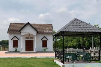 Bán nhà đất mặt tiền Cao Bá Quát Chơn Thành Bình Phước tặng căn biệt thự mini, LH 0387405095
