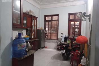 Bán nhà 4 tầng mặt phố Yên Viên kinh doanh tốt, 2 mặt ngõ, 4 phòng ngủ, 3 vệ sinh, DT: 89.3m2