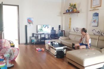 Tôi đang bán căn hộ tại CT4 A1 Linh Đàm, 78m2, tầng đẹp, ban công nhìn ra hồ, nội thất sẵn có